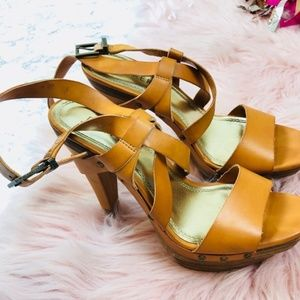 EUC Bakers Leather Tan Heels Size 7M